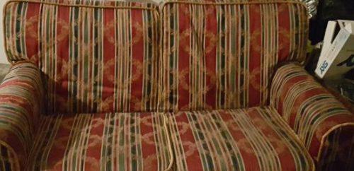 divano rosso in regalo