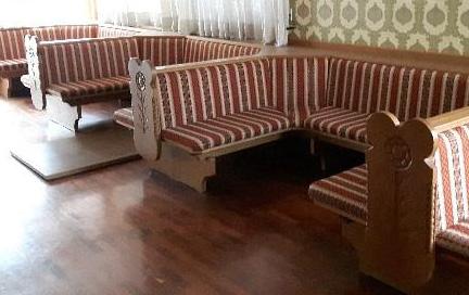 Regalo panche e vetrina bressanone for Offro in regalo mobili