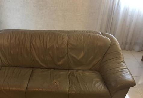 Regalo divano e due poltrone pelle torino for Divano regalo